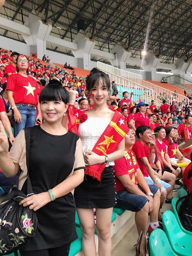 Hé lộ loạt ảnh thiếu vải của fan girl Việt gây sốt truyền thông Hàn Quốc - Bóng Đá