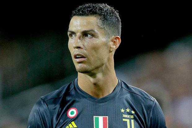 Khi Cristiano Ronaldo trở thành 'con rối' trong cuộc chiến thị trường - Bóng Đá