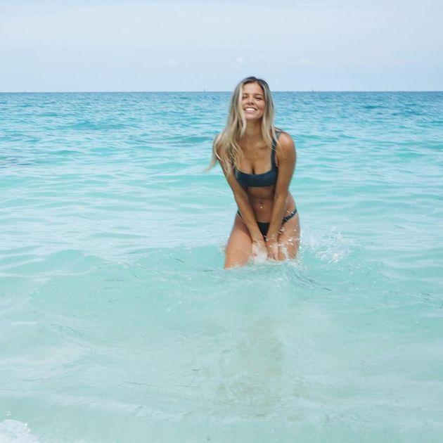 Du lịch Mỹ, bạn gái 'vịt' Pato khoe loạt ảnh nóng bỏng - Bóng Đá