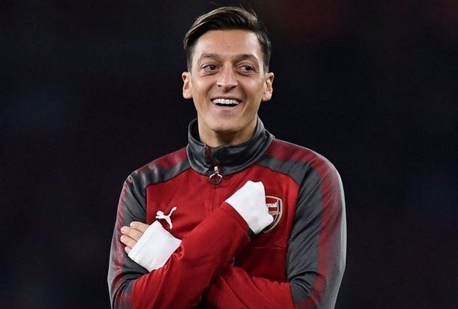Hé lộ chi tiết khiến Mesut Ozil bật cười khi nhớ về bóng đá Việt Nam - Bóng Đá