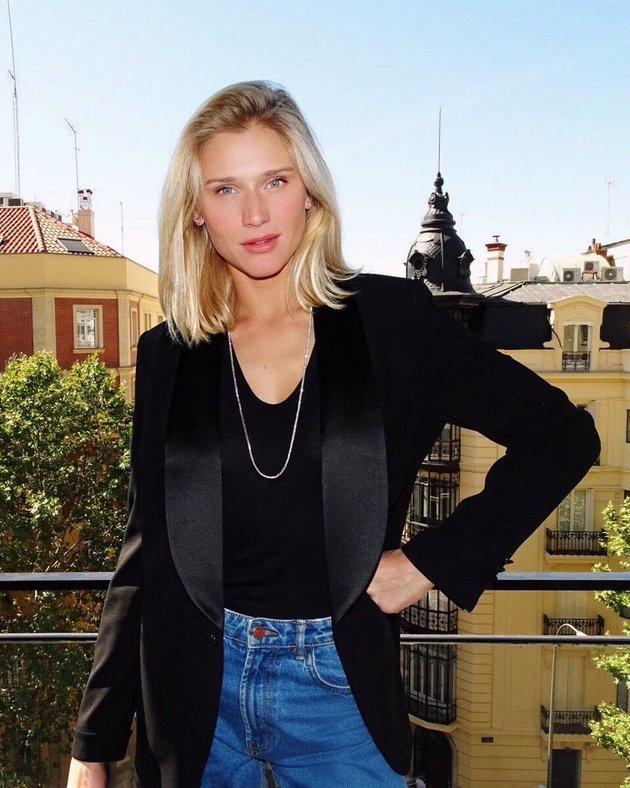 Du hí tại Madrid, bạn gái Rô béo khoe vẻ đẹp sang chảnh - Bóng Đá