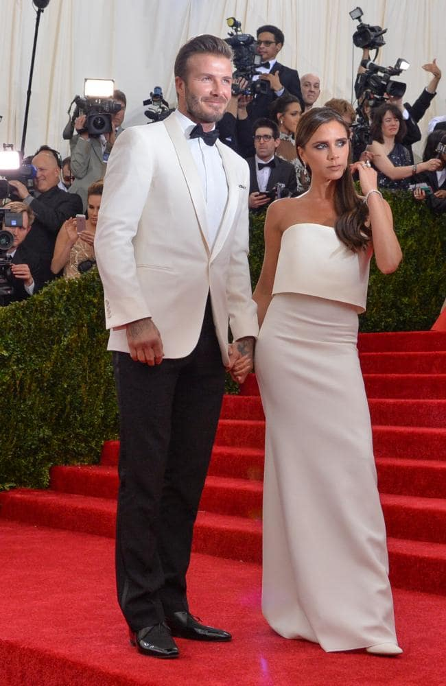 Victoria Beckham và kiểu tạo dáng 'đơ có đẳng cấp' - Bóng Đá