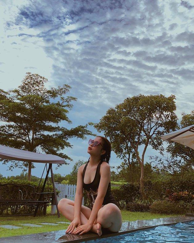 Làm nóng hậu trường AFF Cup, bạn gái Quang Hải khoe bikini gợi cảm - Bóng Đá