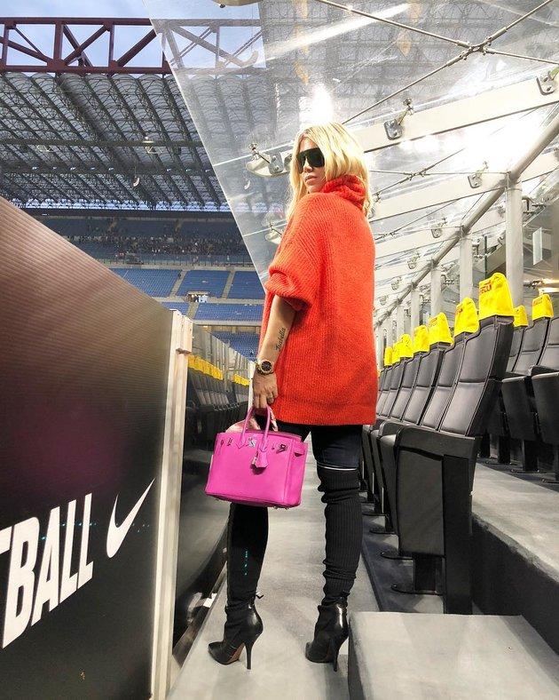 Trước thềm tái đấu Barca, vợ Icardi tặng fan loạt ảnh hở bạo - Bóng Đá