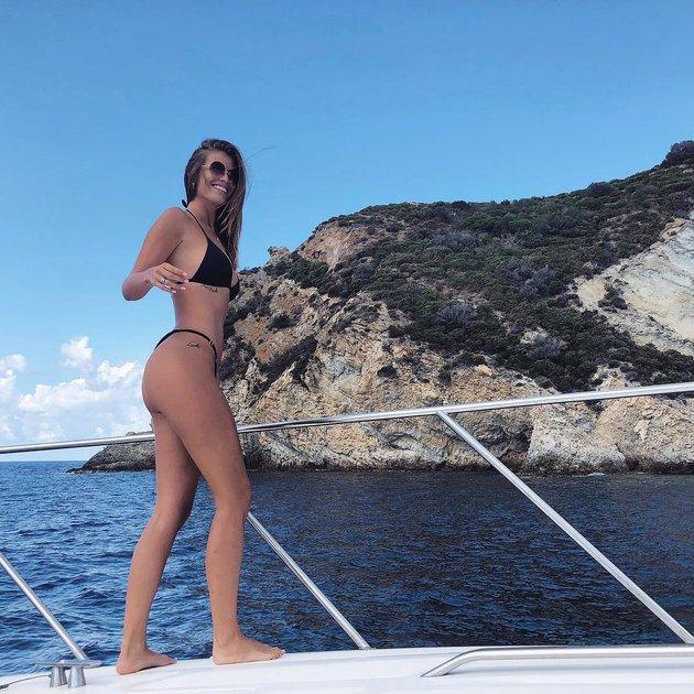 Cựu hoa hậu từng chê Ronaldo 'hết đát' khoe bikini quyến rũ - Bóng Đá