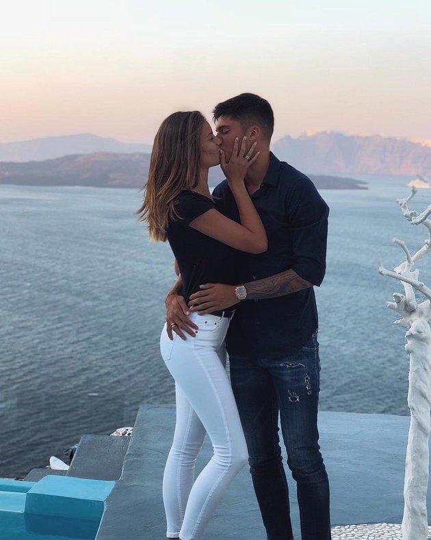 Cựu hoa hậu từng chê Ronaldo 'hết đát' khoe nội y quyến rũ - Bóng Đá