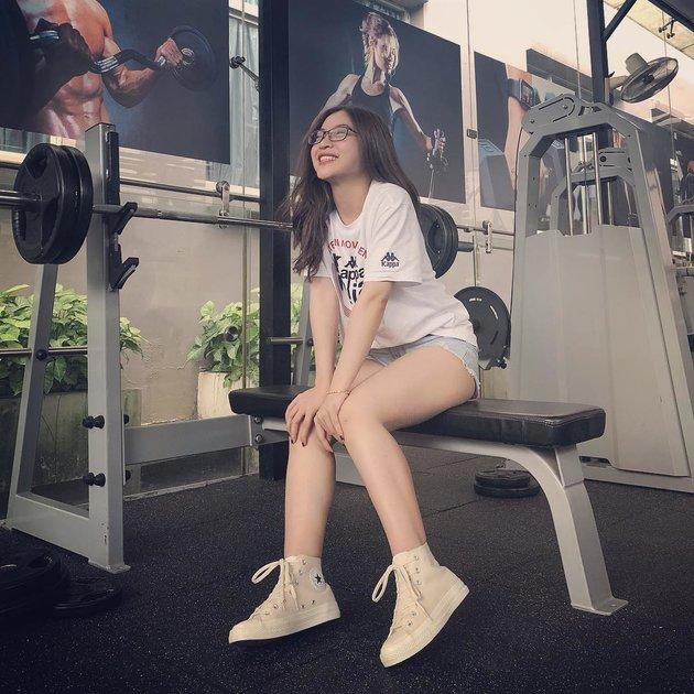 Vì mục tiêu vòng eo 56, bạn gái Qung Hải tung ảnh tập gym chăm chỉ - Bóng Đá