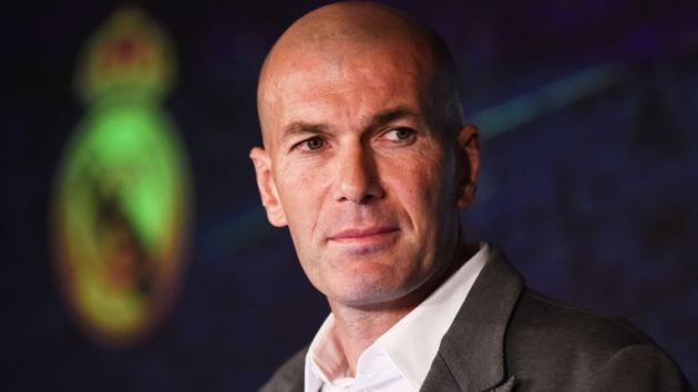 Zidane gọi từng cầu thủ lên nói chuyện - Bóng Đá