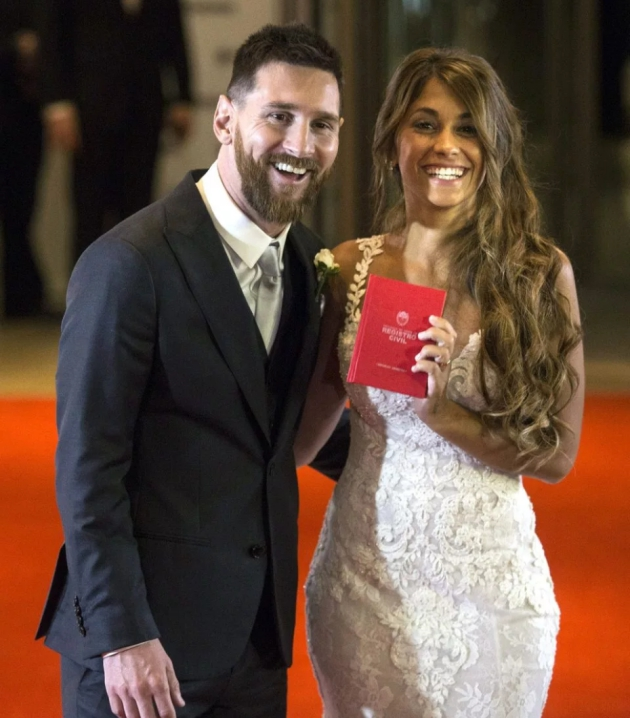 Tấm ảnh Messi chụp cùng vợ hơn 20 năm trước - Bóng Đá