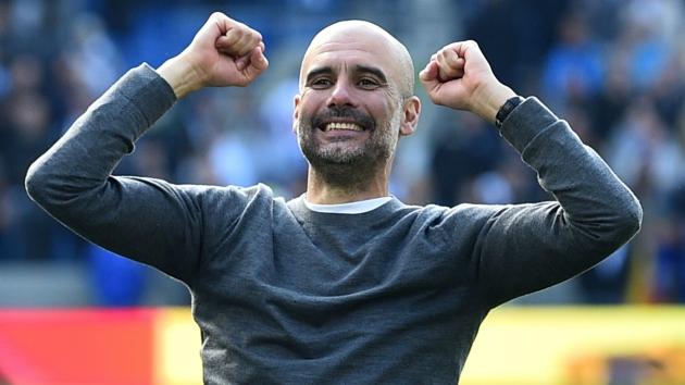 Vô địch cùng Man City, Pep Guardiola vẫn tiện thể