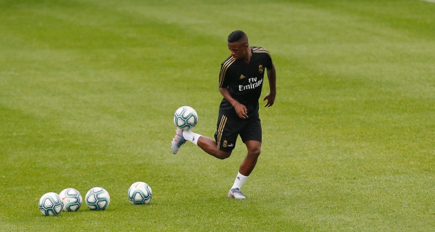 Vinicius is aiming to win over Zidane - Bóng Đá