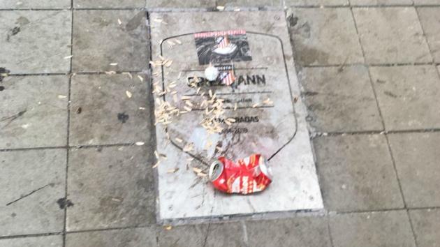Atletico Madrid fans vandalise Griezmann plaque outside Wanda Metropolitano - Bóng Đá