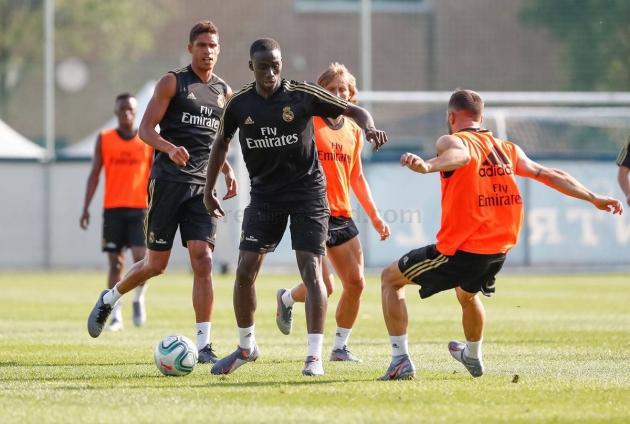 Mendy completes Real Madrid training at the Bernabeu - Bóng Đá