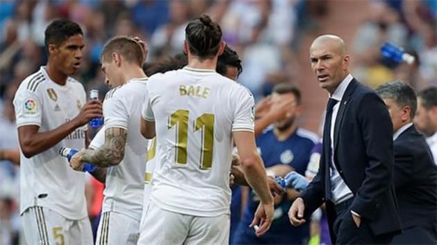 Zidane gây khó,