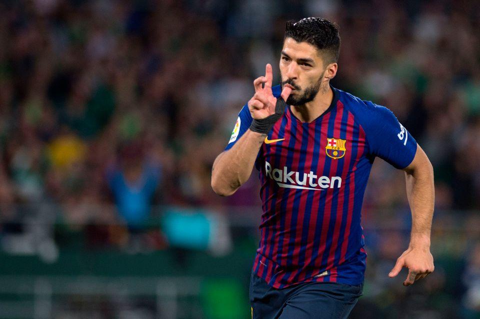 Barcelona: Fans think Suarez should leave - Bóng Đá