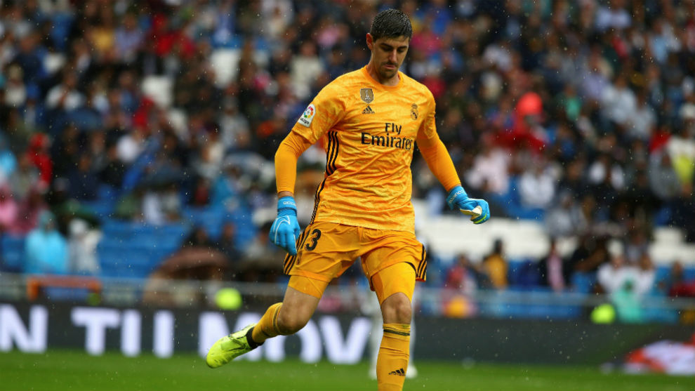Courtois: I was pissed off with Hazard for losing the ball twice - Bóng Đá