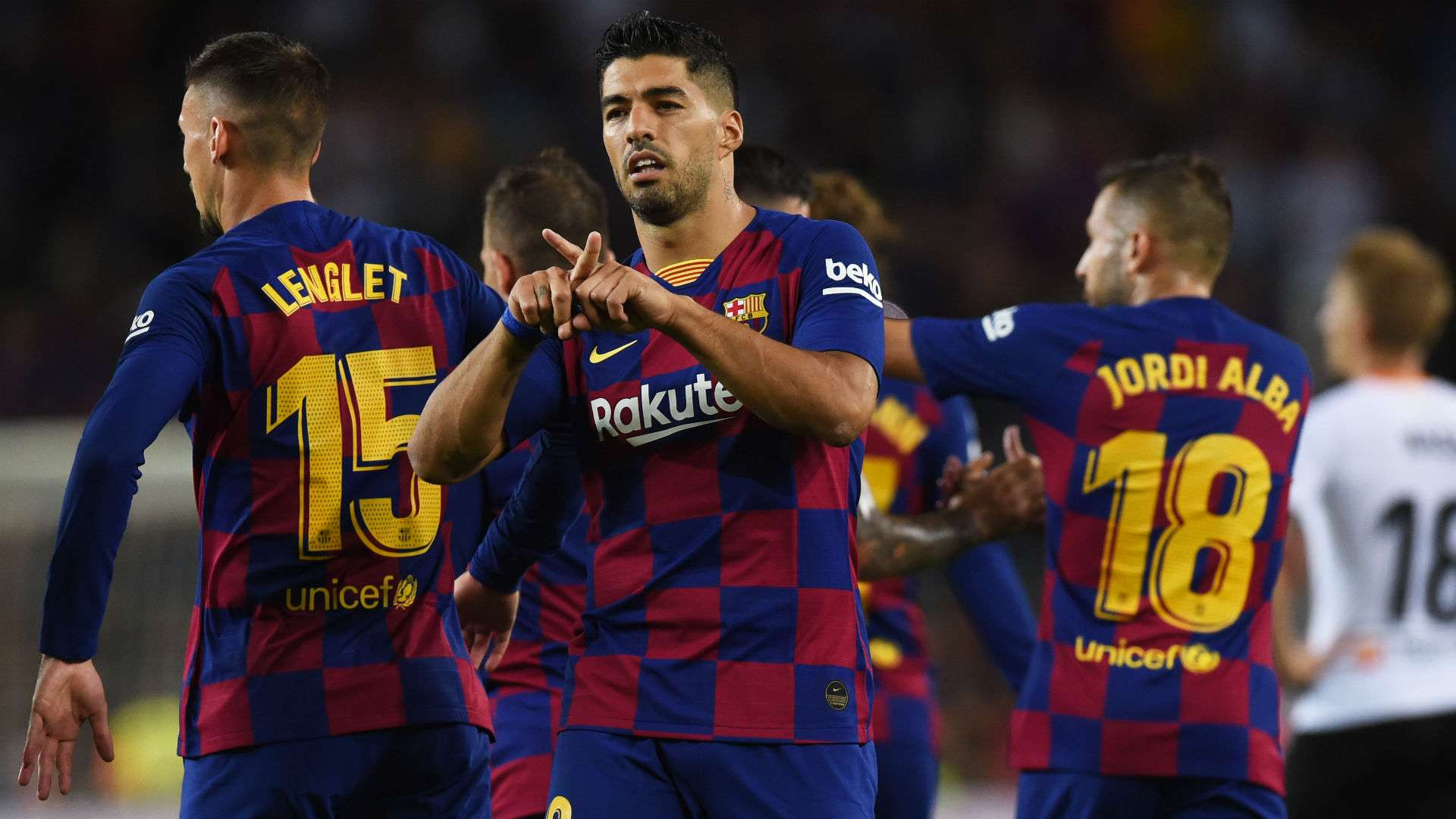 Busquets: Suarez is the best striker in the world, he brings goals - Bóng Đá