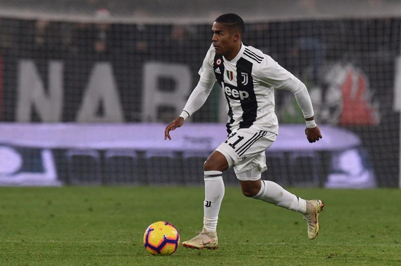 Juventus: Fans react negatively to injury to Douglas Costa - Bóng Đá