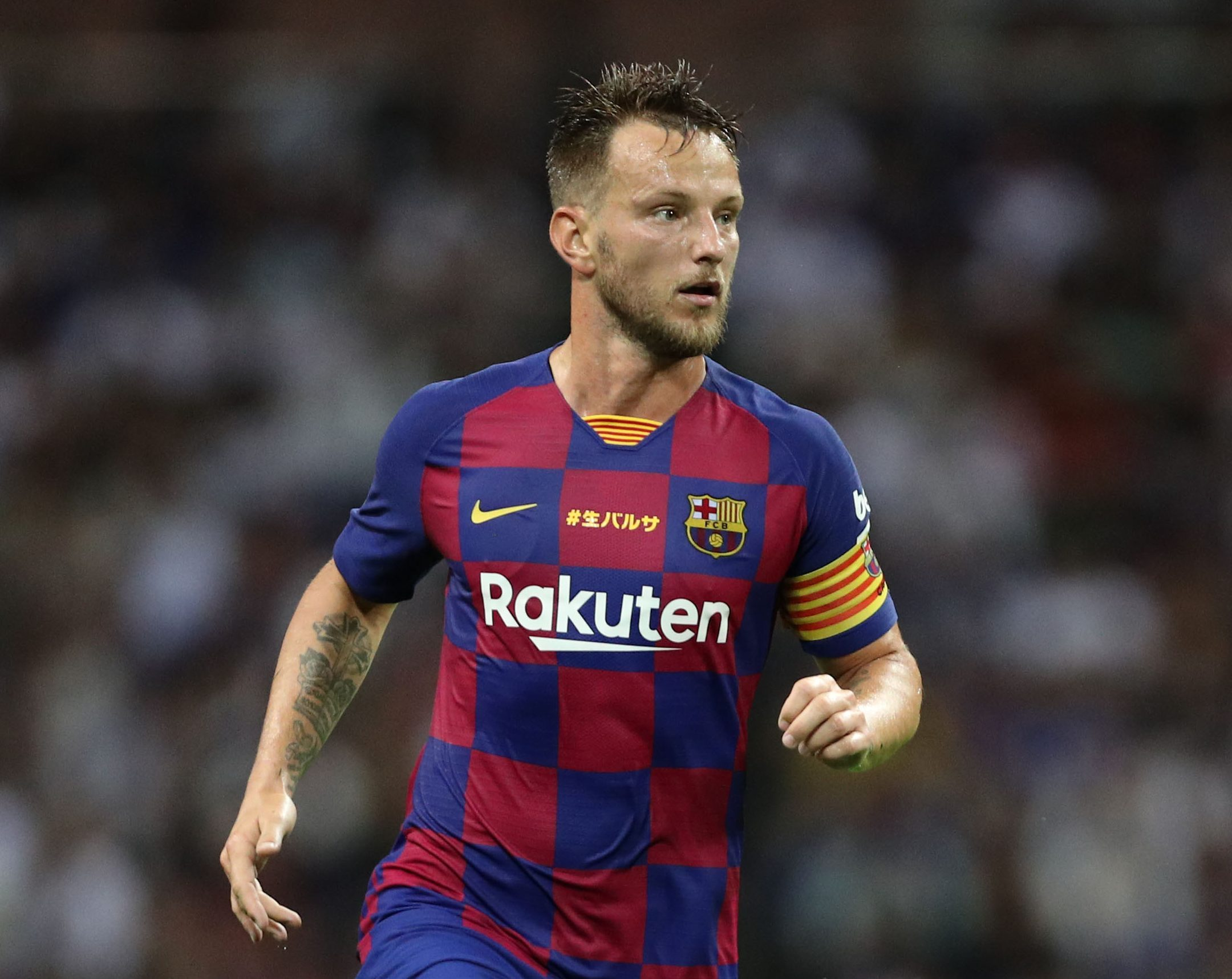 AC Milan have joined rivals Juventus and Inter in the race to sign Barcelona midfielder Ivan Rakitic - Bóng Đá