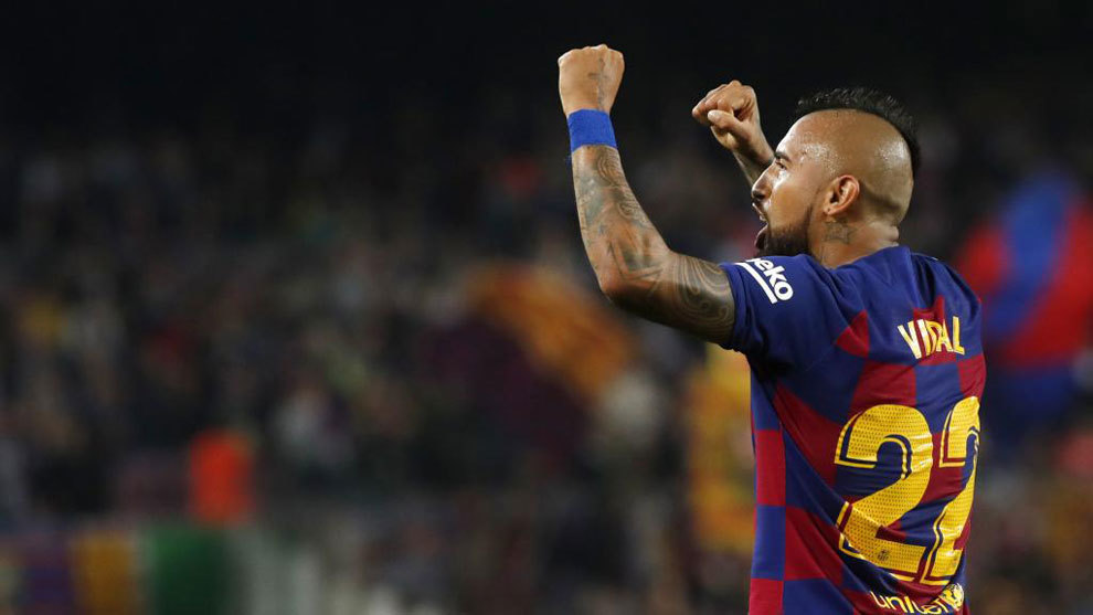 Arturo Vidal returns to training with Barcelona - Bóng Đá