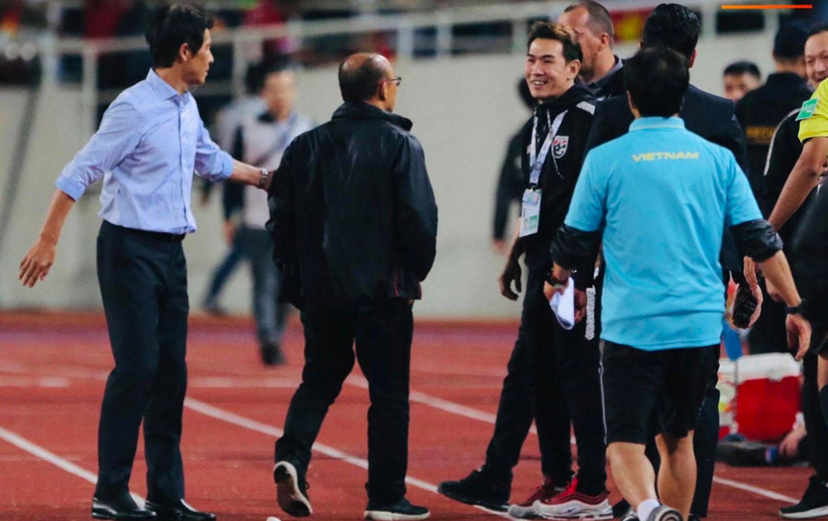 Vì sao HLV Park Hang-seo liên tiếp bị khiêu khích, mỉa mai? - Bóng Đá