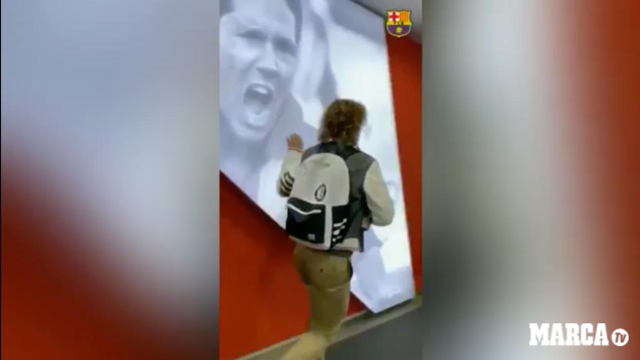 Griezmann's strange gesture upon arrival at the Wanda Metropolitano - Bóng Đá