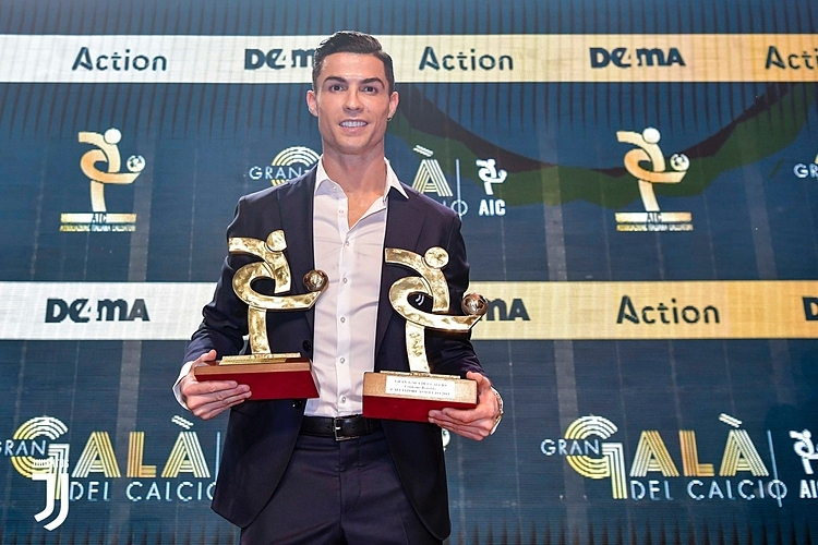 Giành cú đúp danh hiệu, Ronaldo vẫn đang xếp sau Lionel Messi! - Bóng Đá