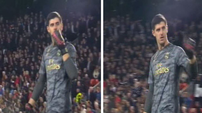 Courtois blows a kiss to the Valencia fans after Real Madrid equaliser - Bóng Đá