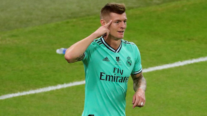 Kroos: I ran to the corner and saw the goalkeeper talking to a defender five metres from the goal - Bóng Đá