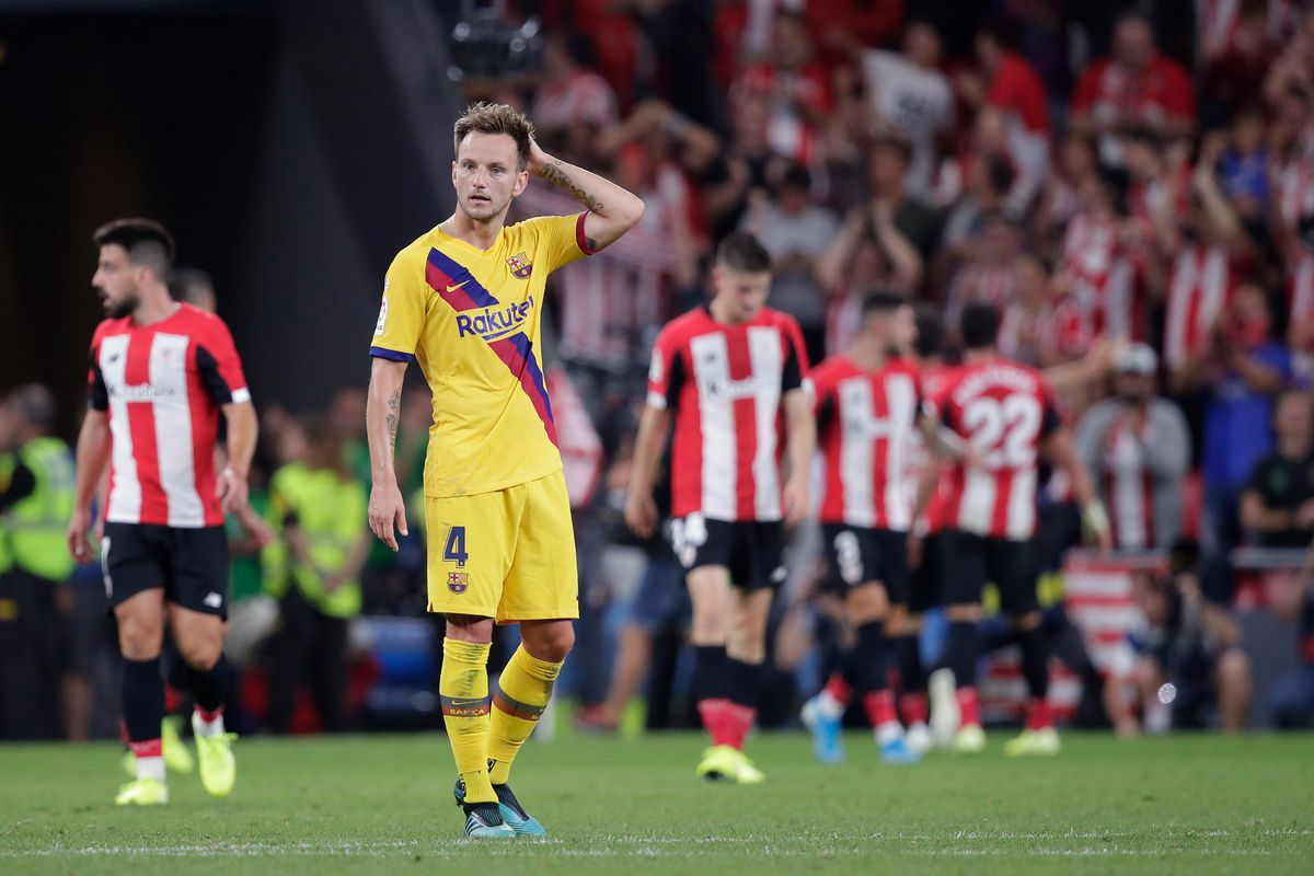 """An absolutely useless footballer"": These Barcelona fans show their displeasure after a poor first half vs Bilbao - Bóng Đá"