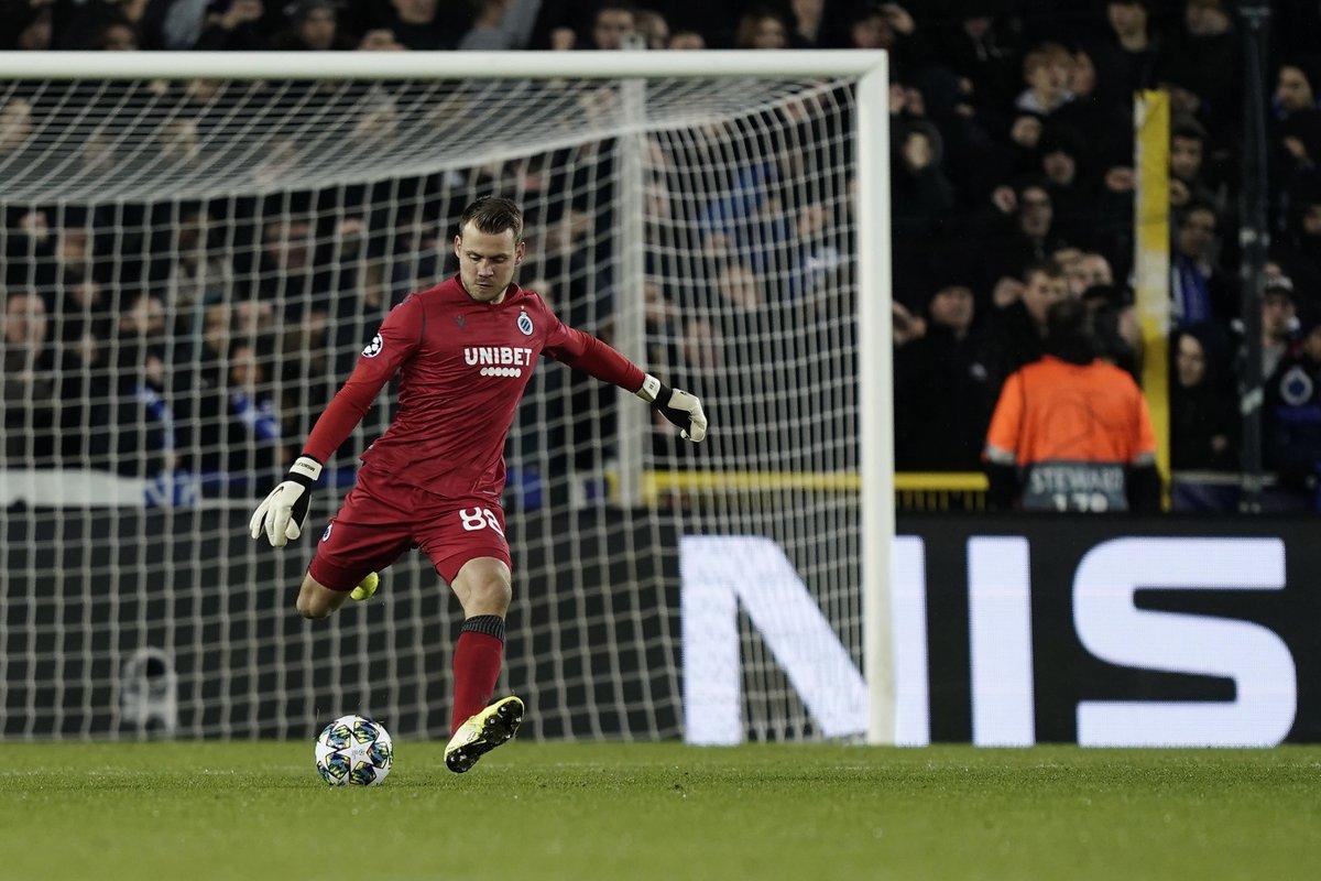 Liverpool: Fans react to Simon Mignolet's assist against Manchester United - Bóng Đá