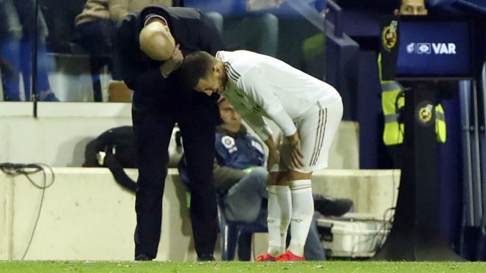 Hazard has stitches removed from his injured ankle - Bó.ng Đá.