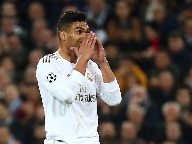 Real Madrid 'put Casemiro contract talks on hold' - Bóng Đá
