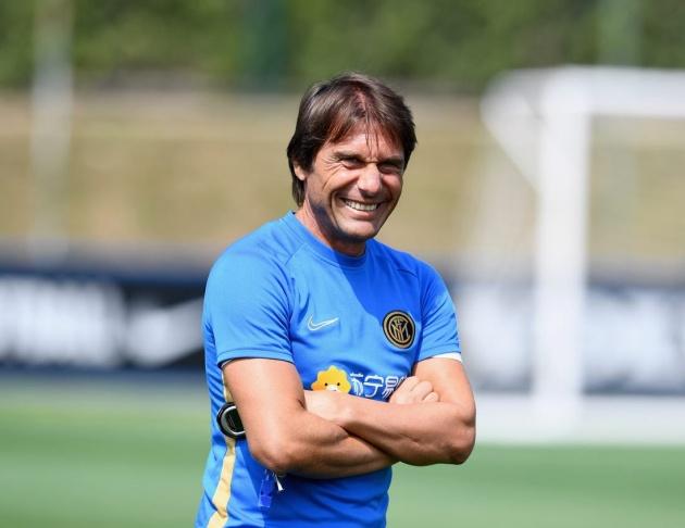 Inter will complete the signings of Aleksandar Kolarov (Roma), Arturo Vidal (Barcelona) and Matteo Darmian (Parma) this week, Corriere dello Sport report. - Bóng Đá
