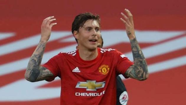 Man Utd need better defenders to win Premier League, says Neville - Bóng Đá
