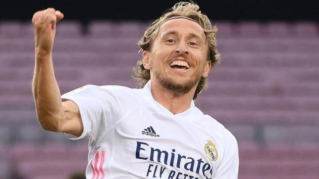 Modric keeps showing why he deserves a new deal - Bóng Đá