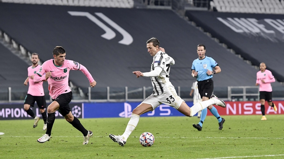 I disastrosi 7 minuti di Bernardeschi in Juventus-Barcellona - Bóng Đá