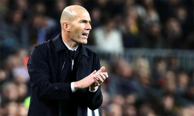 """Trận thua Valencia mới đây cùng hàng loạt màn trình diễn kém thuyết phục từ đầu mùa đang đẩy nhà cầm quân người Pháp dần rời xa """"ghế nóng"""" Santiago Bernabeu."""