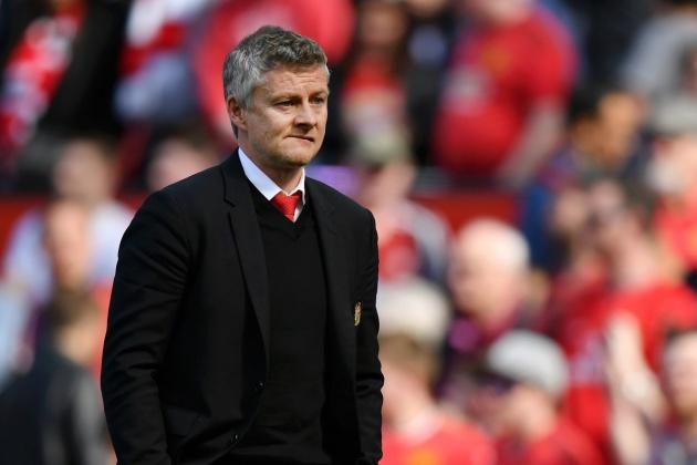 1. Manchester United: Chiếc ghế thuyền trưởng của Manchester United chưa bao giờ êm ả, khi mà Solskjaer phải đối mặt với những áp lực thành công rất lớn tại Nhà hát của những giấc mơ.