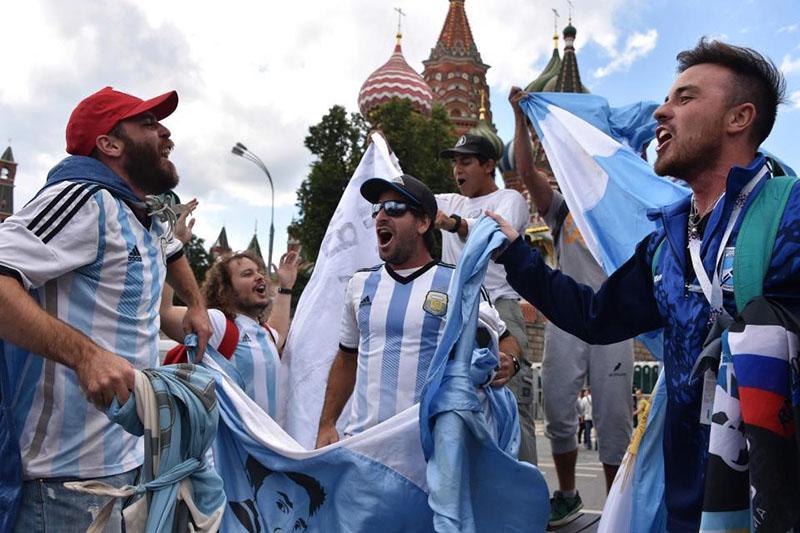 Không khí rộn ràng trước thềm World Cup trên đường phố Nga - Bóng Đá