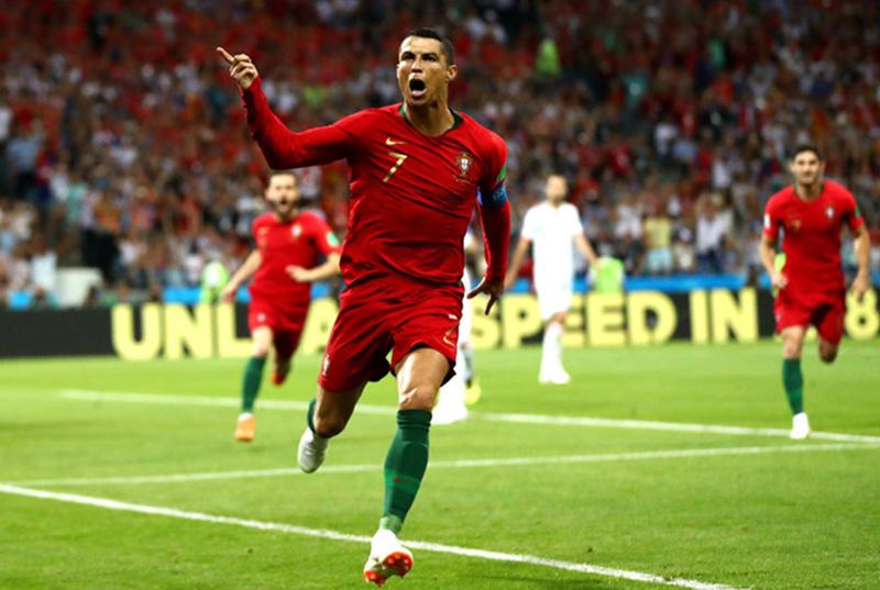 'Chân trái, chân phải, sút phạt, cái gì Ronaldo cũng giỏi' - Bóng Đá