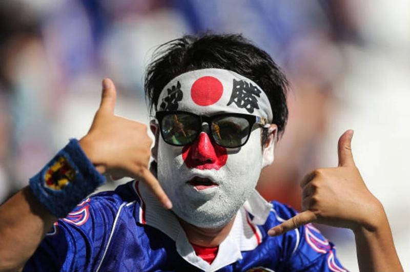 Cổ động viên không kìm nổi nước mắt trước chiến tích của Nhật Bản - Bóng Đá