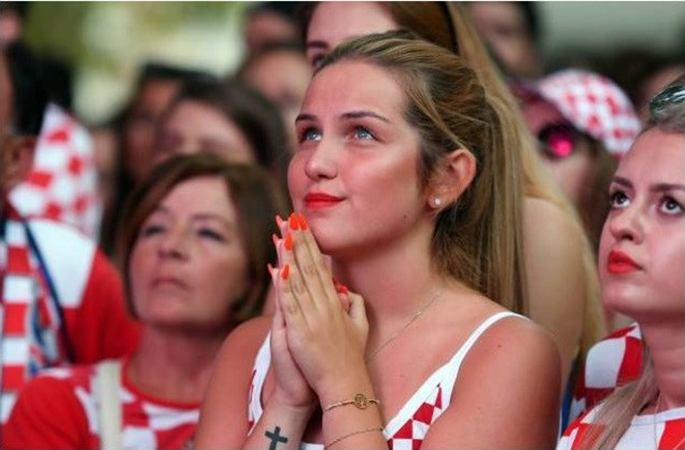 CĐV Croatia xuống đường ăn mừng chiến tích lịch sử - Bóng Đá