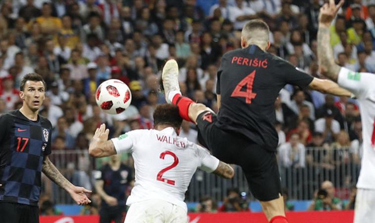 Tại sao trọng tài không thổi phạt khi Perisic gỡ hòa cho Croatia? - Bóng Đá