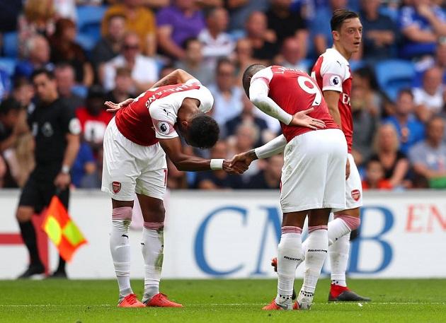 Ozil ngoảnh mặt với đồng đội, Emery nói gì? - Bóng Đá