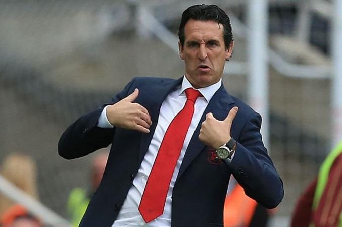 Arsenal thắng trận, HLV Unai Emery vẫn