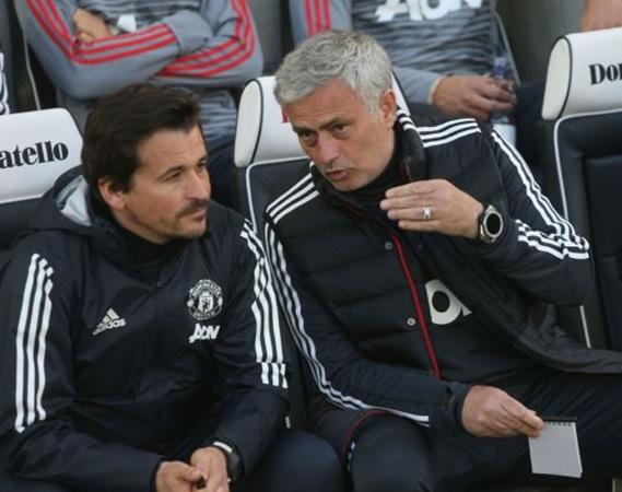 Bất ngờ! Cựu trợ lý Mourinho cạnh tranh việc làm với Thierry Henry - Bóng Đá