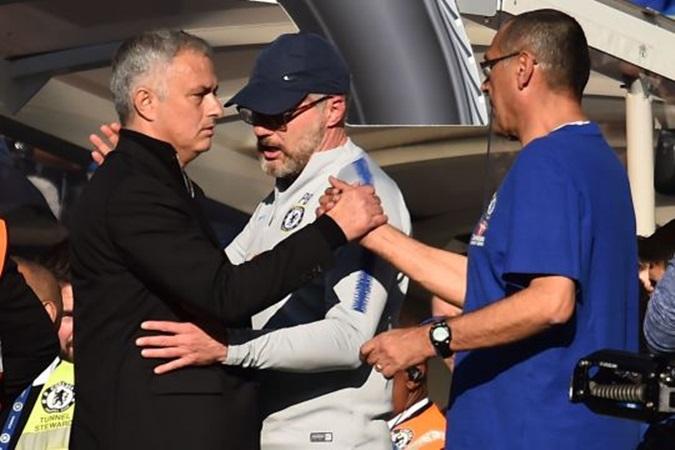 Sarri yêu cầu CĐV Chelsea phải làm điều này với Mourinho - Bóng Đá