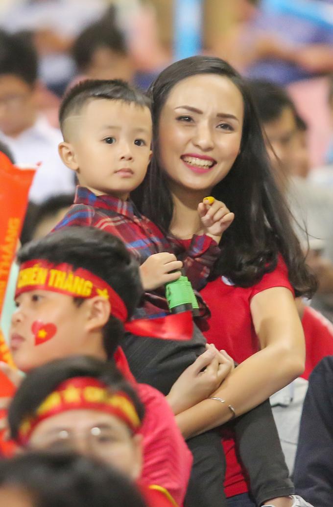 Ngắm nhìn dàn WAGs lộng lẫy của tuyển Việt Nam - Bóng Đá