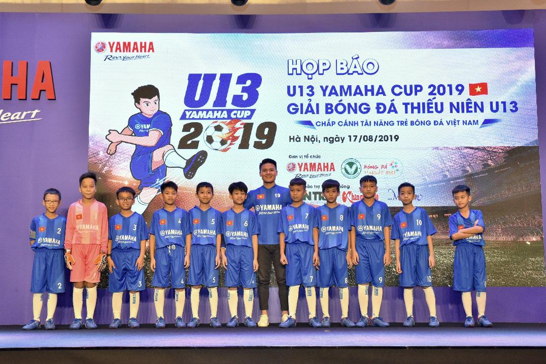 Quang Hải chia sẻ về niềm đam mê bóng đá với các cầu thủ trẻ trong buổi họp báo công bố U13 Yamaha Cup 2019.
